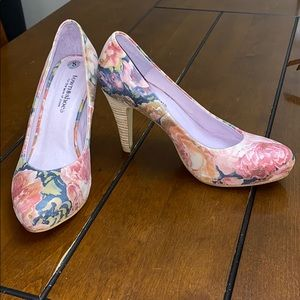 Town shoes floral heel size 8
